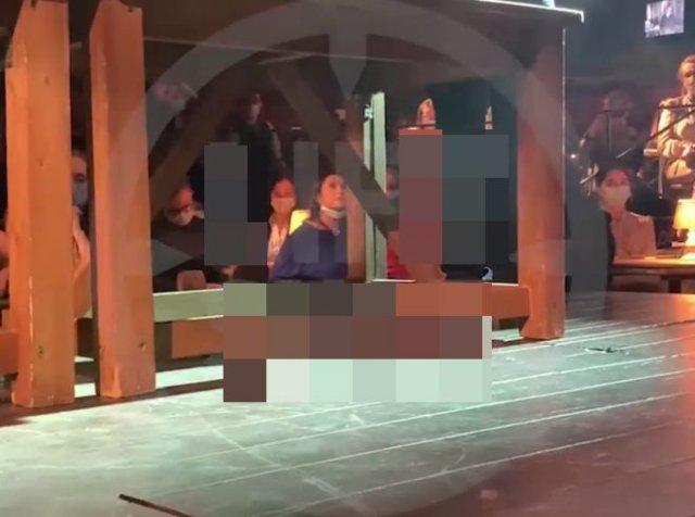 В Московском театре пришлось на полтора часа откладывать спектакль из-за женщины, которая отказывала