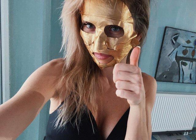 Анна Хилькевич в золотой маске