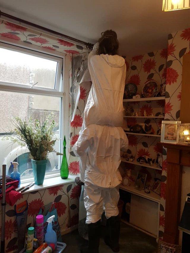 Клинеры показали результаты уборки в доме в графстве Камбрия - убирают в комнате