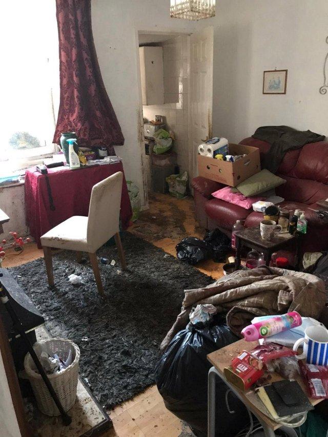 Клинеры показали результаты уборки в доме в графстве Камбрия - разбирают гостиную