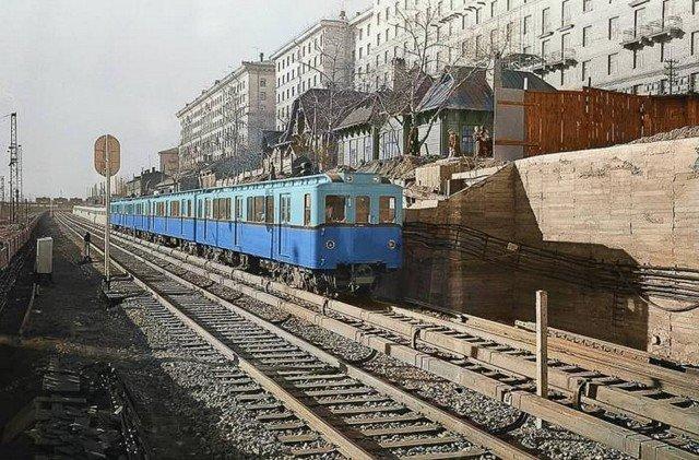 Поезд метрополитена из вагонов типа В около станции Студенческая, 1958 год, Москва