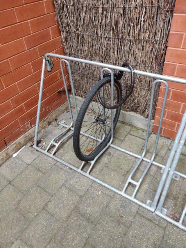 Велосипед украли с парковки