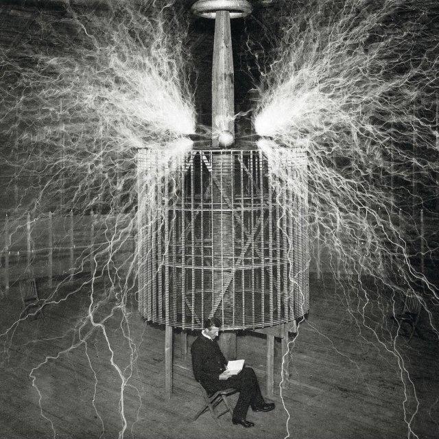 Трансформатор Тесла — запатентован Николой Тесла 22 сентября 1896 года как «Аппарат для производства электрических токов высокой частоты и потенциала».