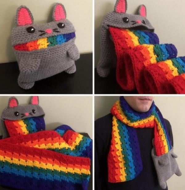 Вязаный шарф в виде радужного кота