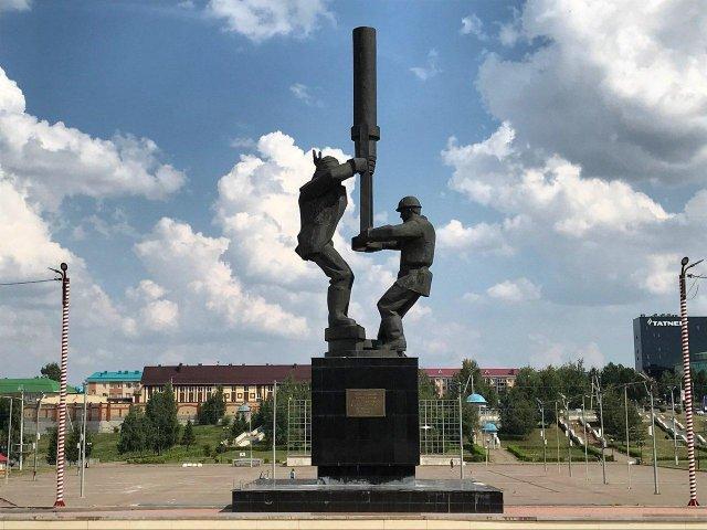 Монумент добытчикам нефти в Альметьевске