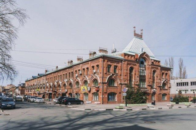 Корпус мануфактурных складов Нижегородской ярмарки. Всего таких зданий было 20, все они возводились с 1885 по одинаковому «плану и фасаду».