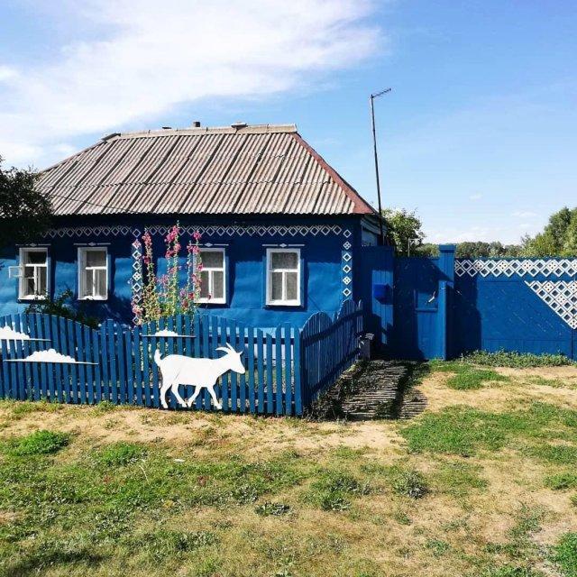 Декор заборов у музея Черномырдина, Оренбургская область