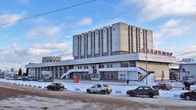 Вокзал сейчас, и его облицовка гармонирует с образом старого города, древними храмами Владимира, домами, монастырями.