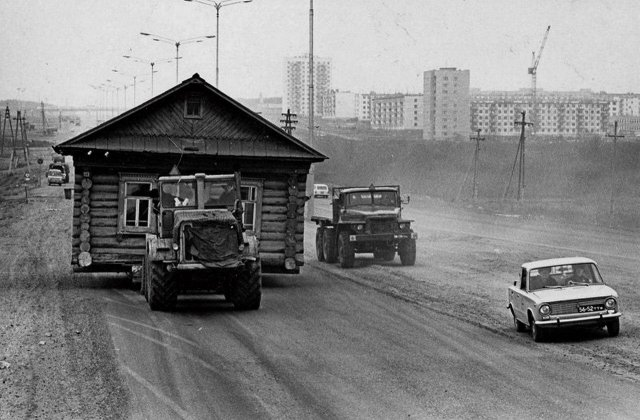 Перевозка дома в Набережных Челнах, 1972 год.