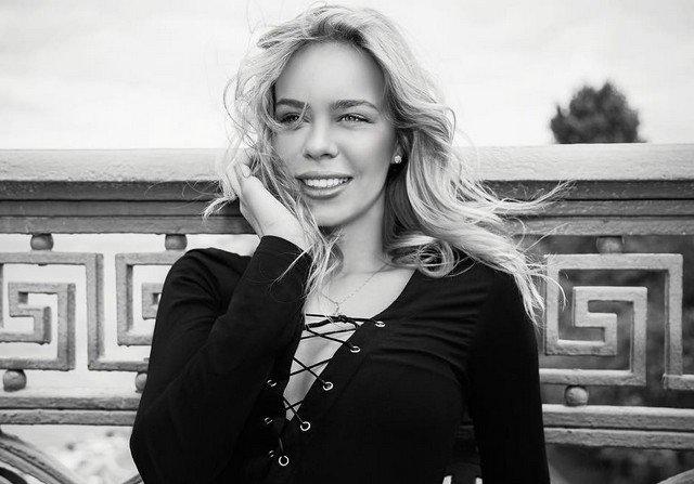 Фигуристка Анна Погорилая в черной кофте