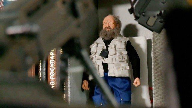 Квартира Анатолия Вассермана: книги, оружие и голый хозяин