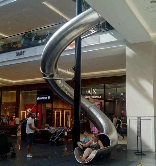 В одном из торговых центров Берлина есть такой вот скоростной выход