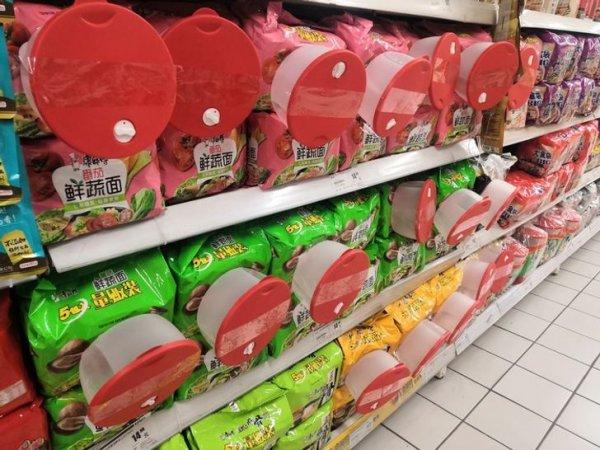 В Китае лапша быстро приготовления покупается сразу с посудой