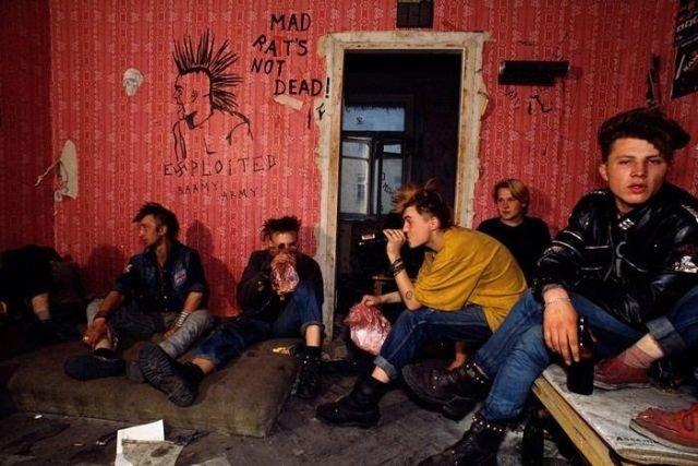 Панки живут в заброшенном здании рядом с Пушкинской площадью