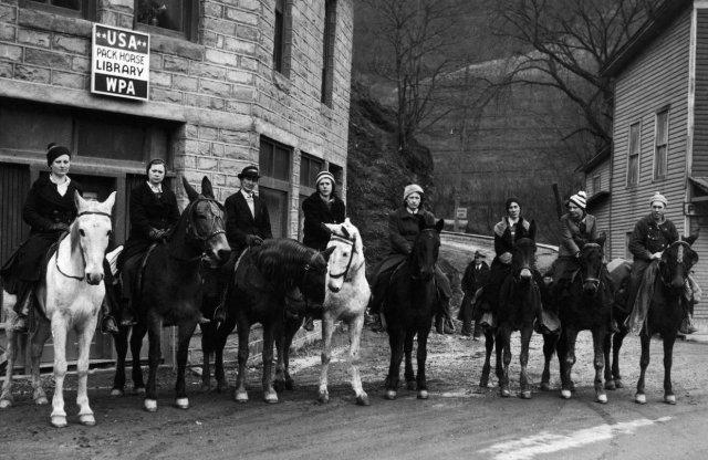 Конная доставка книг из местной библиотеки в труднодоступные горные поселки, штат Кентукки, 1930-е годы