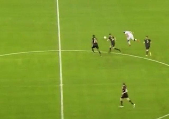 Нападающий «Рейнджерс» Кемар Руф забил самый дальний гол в истории Лиги Европы