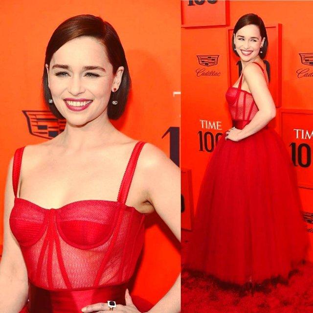 Эмилия Кларк в красном платье