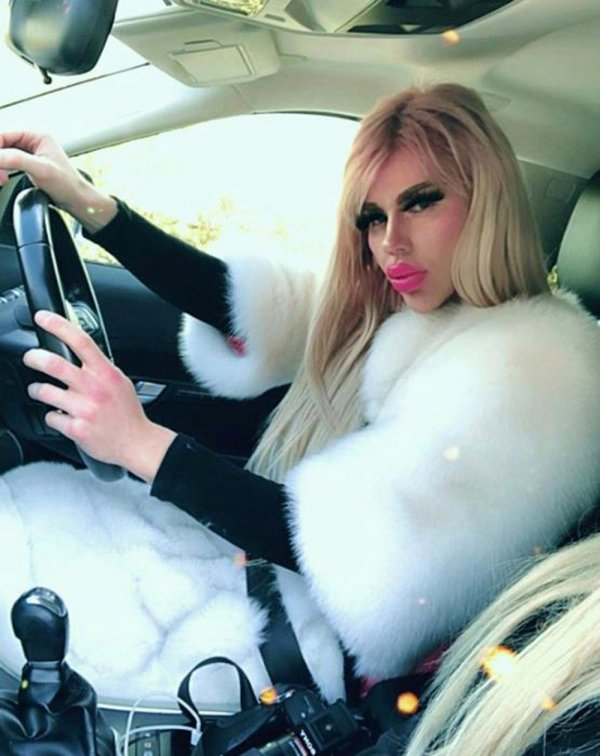 Хонза Шимша в машине