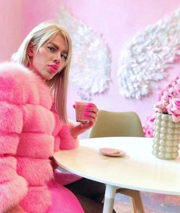 Хонза Шимша в розовой шубе