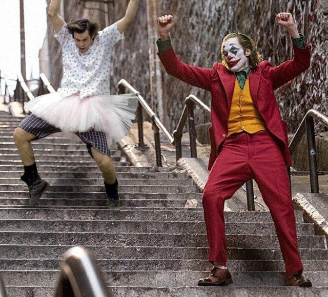 Джокер теперь танцует не один