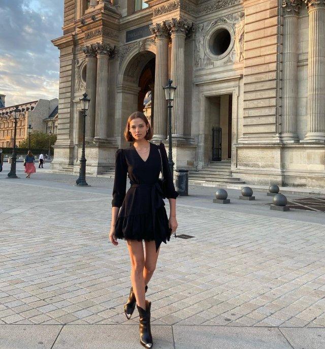 Алеся Кафельникова в черном платье в Париже