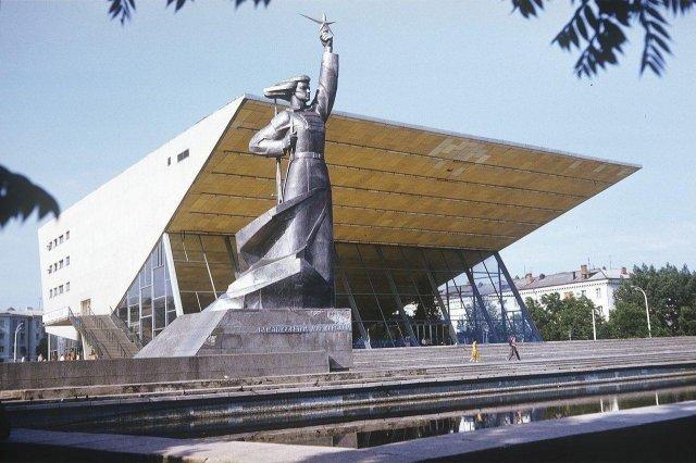 Кинотеатр «Аврора» в Краснодаре, 1984 год.