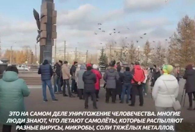 """""""Летают самолеты и распыляют вирусы!"""": В Красноярске на митинг вышли люди, не верящие в коронавирус"""