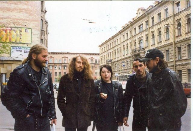 """Группа """"Гражданская оборона"""" на  улице Восстания в Санкт-Петербурге, 1998 год."""