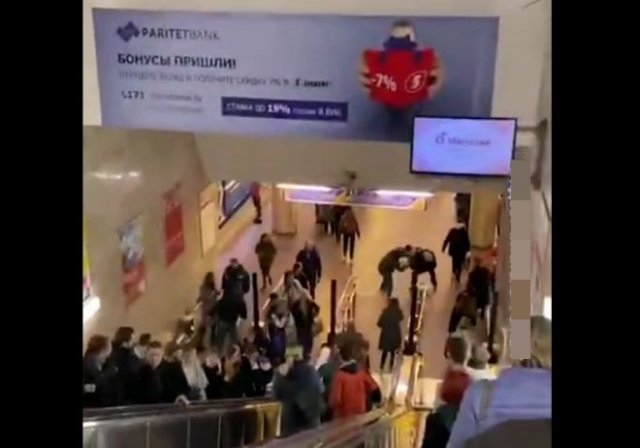 В Белоруссии силовику не дали избить парня