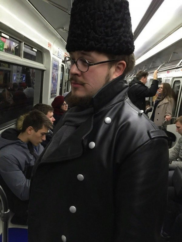 мужчина казачьей шапке