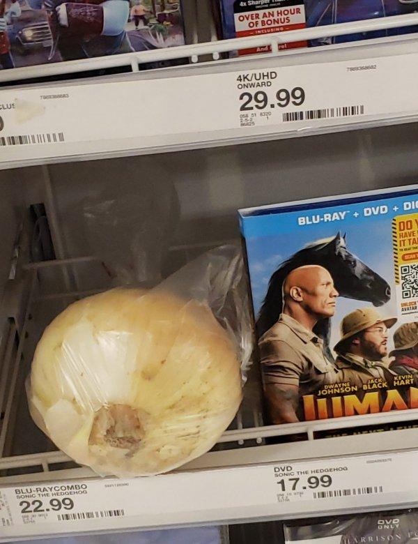 Боль сотрудника супермаркета: подборка снимков о свинском поведении в магазинах