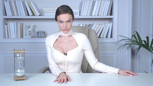 Алена Водонаева в белом платье