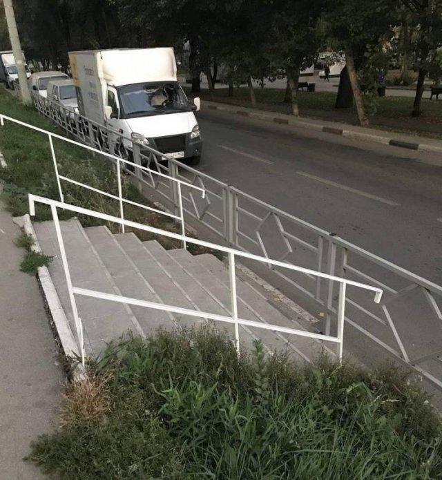 Лестница упирается в забор