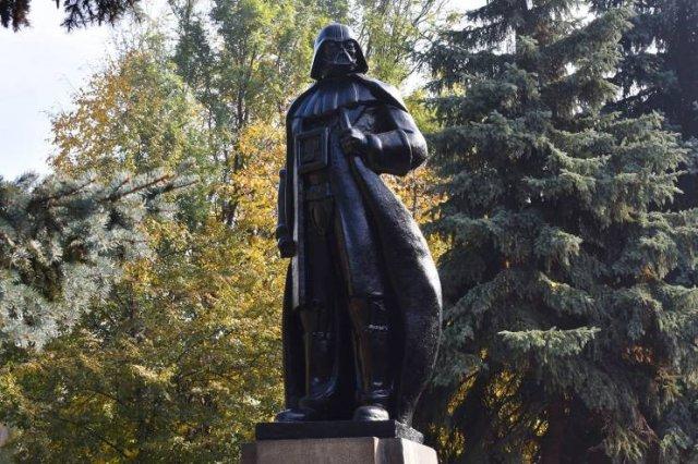 Памятник Дарту Вейдеру