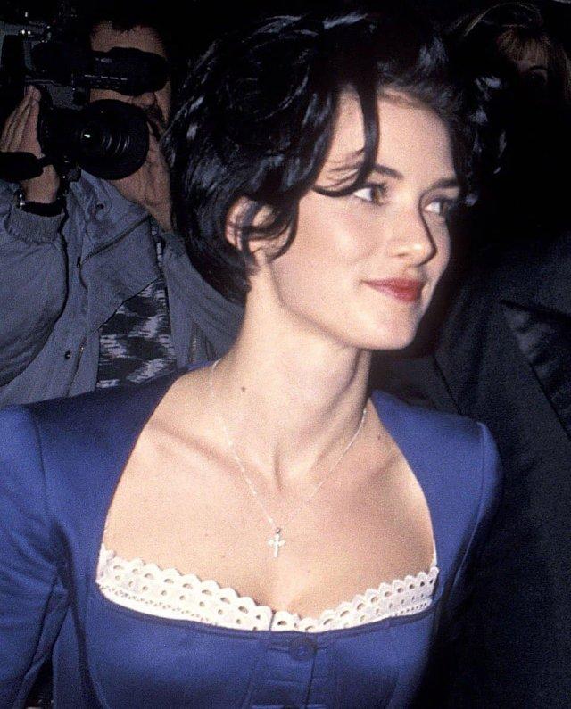 Вайнона Райдер в синем платье