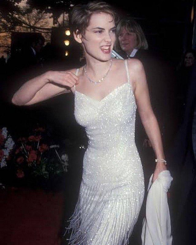 Вайнона Райдер в белом платье