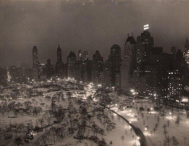Цeнтральный пaрк зимней ночью. Нью-Йорк, 1930-е.