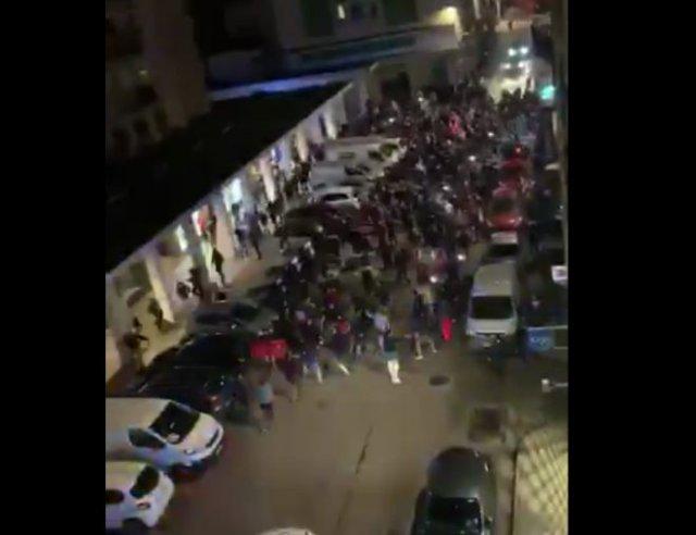 Во Франции сотни турков вышли протестовать против армян