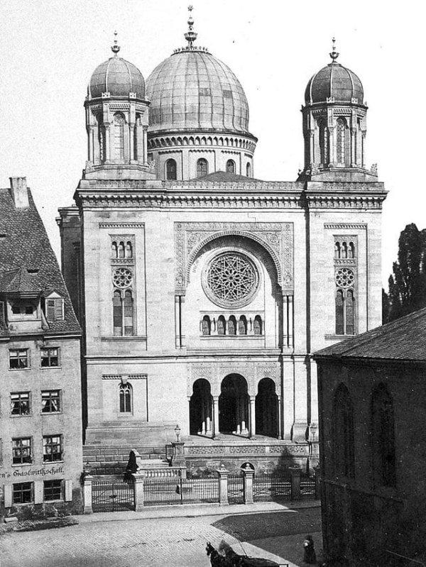 Большая синагога в Нюрнберге, Германия.