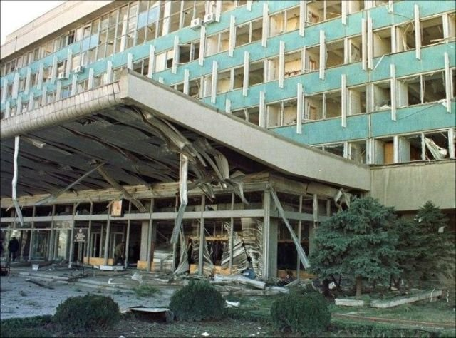 Здание Кабинета министров Узбекистана, разрушенное в результате серии терактов