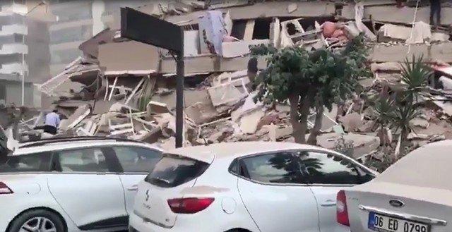 В турецком городе Измир произошло землетрясение магнитудой 6,6