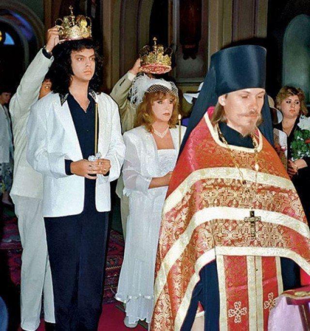 Филипп Киркоров и Алла Пугачёва проходят обряд венчания, 1994.