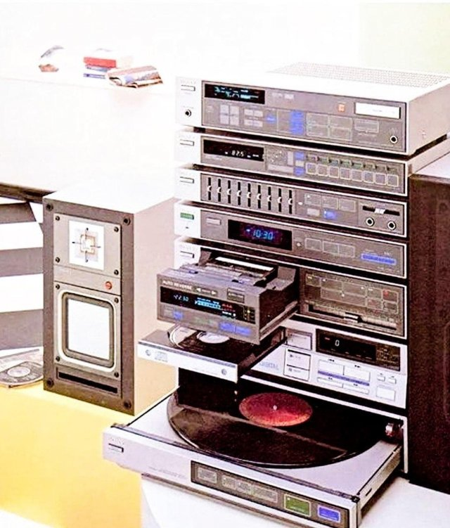 Стереосистема от Sony 1983 года.