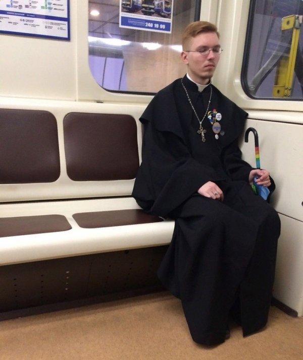 парень священник