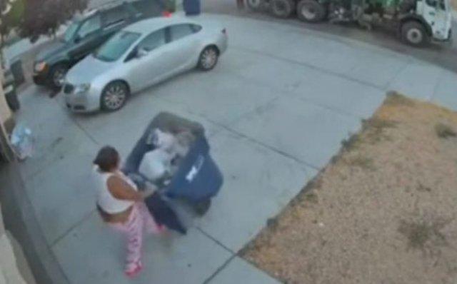 Не стоит спешить, когда занимаетесь важным делом - короткая история про женщину и мусорный контейнер
