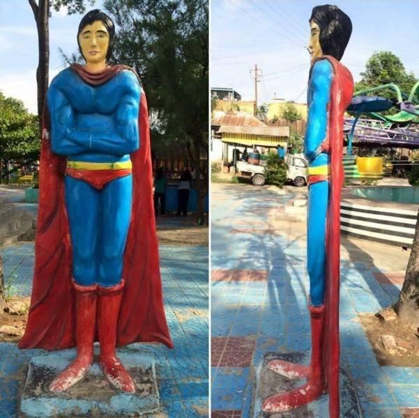 Скульптура Супермена