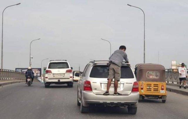 Поездка верхом на автомобиле