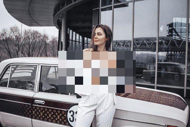 """Тома Жданова на фоне """"Жигулей"""""""