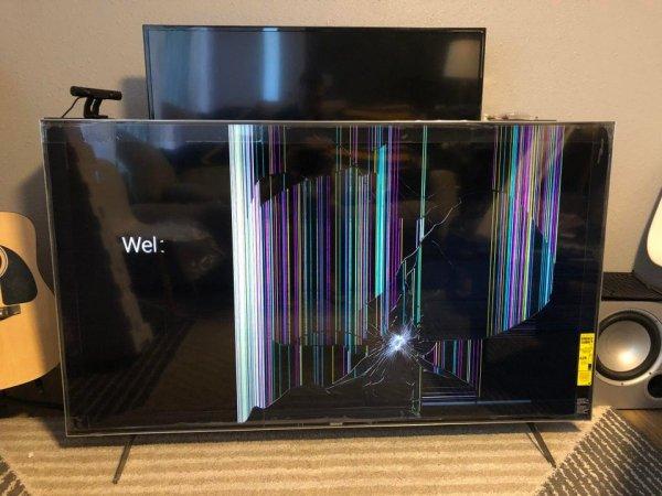 Достал новый телевизор из коробки, а там сюрприз
