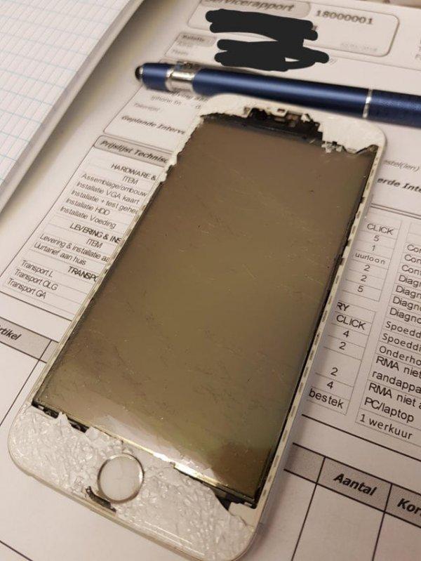 Клиент принес iPhone в сервис